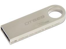 Unidad Flash USB 2.0 Kingston DataTraveler SE9 con Elegante y Moderno Diseño de Metal de 32 GB.