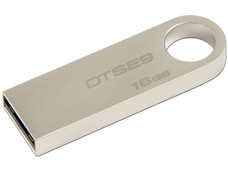 Unidad Flash USB 2.0 Kingston DataTraveler SE9 con Elegante y Moderno Diseño de Metal de 16GB.