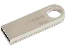 Unidad Flash USB 2.0 Kingston DataTraveler SE9 con Elegante y Moderno Diseño de Metal de 8GB.